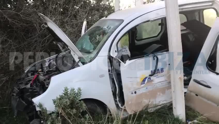 Aparatoso accidente con dos heridos en Ibiza