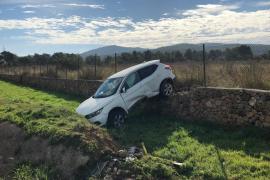 Herido tras sufrir una aparatosa salida de vía en la carretera de Sant Antoni