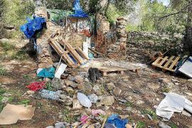 La Policía Local de Sant Antoni desmantela tres asentamientos ilegales