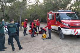 El rescate de un hombre en Cala d'Albarca, en imágenes
