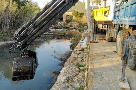 El Ayuntamiento de Santa Eulària procede a la limpieza del río