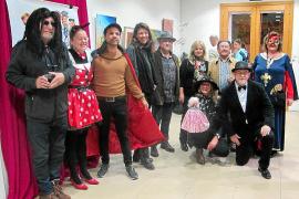 AMAE muestra el espíritu carnavalesco en Can Portmany con multitud de asociaciones