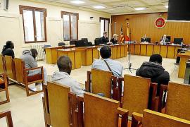 Cuatro hombres aceptan penas que suman seis años de cárcel por vender marihuana y cocaína en el Arenal