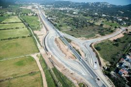 Imágenes aéreas de los avances en la carretera de Ca na Negreta y la nueva variante de Jesús