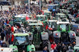Protesta de agricultores y ganaderos por los bajos precios de sus productos