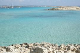 La barca que unirá Formentera e Ibiza a las seis de la mañana estará operativa en marzo