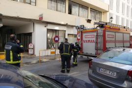 Los bomberos sofocan un incendio de un cuadro eléctrico en Vila