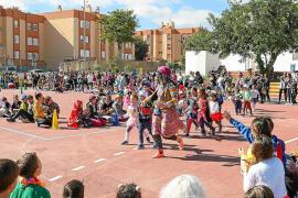 Los 'mariol·los' toman el CEIP Puig d'en Valls en el 'dijous llarder'
