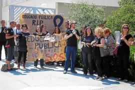 Los profesores del Algarb se suman al 'luto' por los recortes