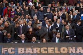El escudo del Real Madrid preside el palco del Barça