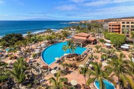 Tenerife pone en cuarentena a los mil turistas que compartían hotel con el italiano con coronavirus