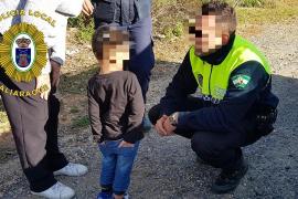 La Policía ha encontrado al niño de tres años solo en un paraje