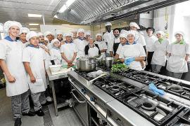 Los cocineros del mañana reciben una 'masterclass' de cocina tradicional ibicenca