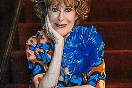 Sandy Schreier dona al Met 165 piezas de su inmenso armario