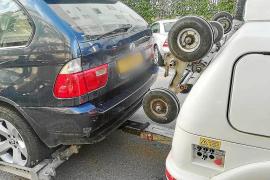 La Policía Local de Ibiza retira en un fin de semana 29 vehículos de aparcamientos disuasorios
