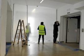 Limitado el acceso al pasillo que une el antiguo hospital con el nuevo por las obras