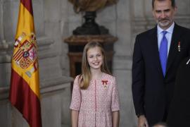 La Princesa de Asturias, Leonor de Borbón y el Rey Felipe VI, durante el acto