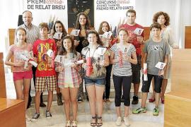 Carolina Gordillo y Sofía Moreira, ganadoras en Eivissa del Concurso Coca-Cola Jóvenes Talentos-Premio de Relato Corto