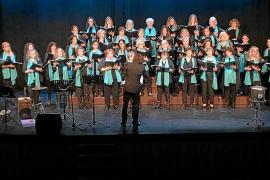 Las mujeres del Cor des Pla de Jesús cantaron a sus compañeras de Ibiza
