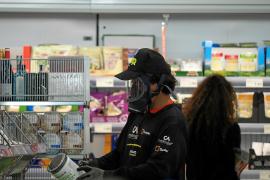 El miedo al coronavirus dispara las ventas en los supermercados de Ibiza