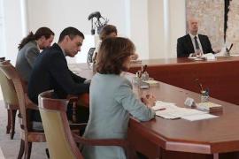 Los ministros guardan las distancias de seguridad en el Consejo para evitar el contagio