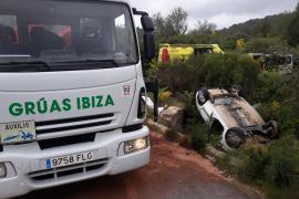 Tres heridos en un violento choque frontal entre Santa Gertrudis y Sant Llorenç