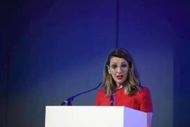La ministra de Trabajo cifra entre 400 y 500 los ERTEs «en cola»