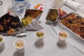 Vecinos de Santa Eulària cocinan para los sanitarios