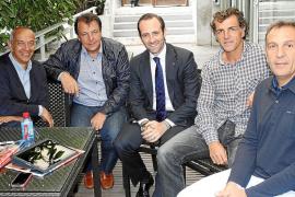 Bauzá se queda en París  y aplaza su agenda