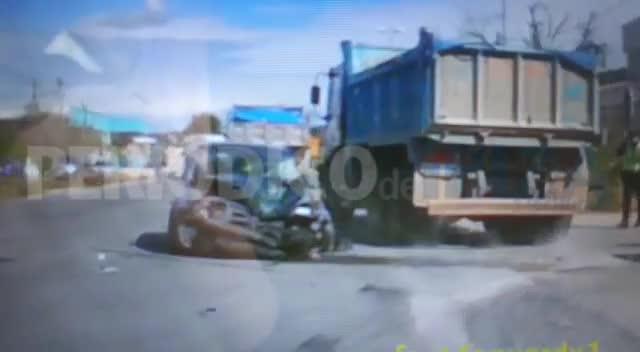 Un herido en un violento choque entre un turismo y un camión en Ibiza
