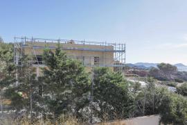La construcción de una casa sin licencia en Porroig, en imágenes (Fotos: Toni P.).