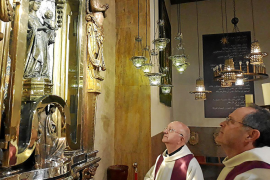 El prior de Lluc, Mari Gastalver, y el sacerdote Toni Burguera, confinados en el santuario de Lluc.