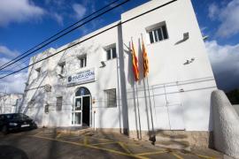 Un Policía Local de Sant Antoni permanece aislado en su domicilio tras dar positivo
