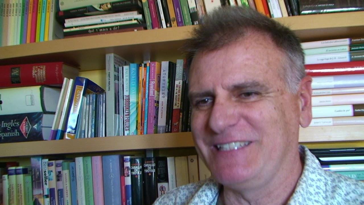 Ramon Mayol edita el libro de cuentos 'Animàlia. Una faula massa real'