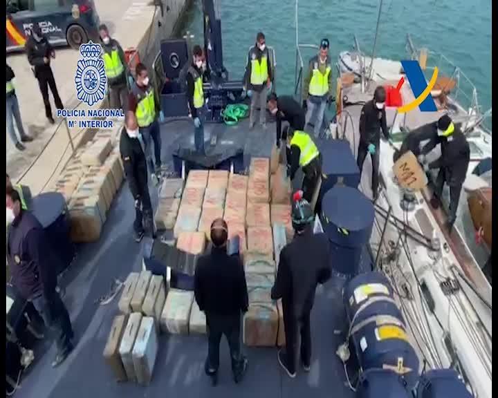 Prisión para los dos detenidos en un velero cargado con cuatro toneladas de hachís