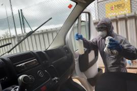 Dos talleres de Sant Josep desinfectan los vehículos de instituciones públicas