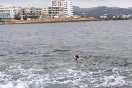 Denuncian a un hombre que estaba nadando en la playa de Caló des Moro