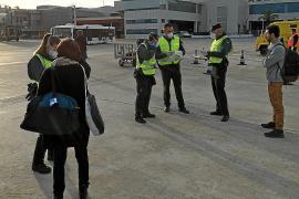 Impiden la entrada en Ibiza a tres pasajeros que no pudieron justificar su viaje
