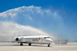 La aerolínea Volotea inaugura su base en la Isla, pero no volará en invierno