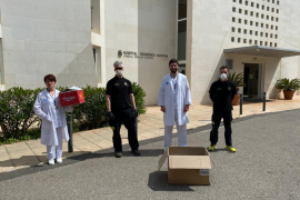 Bomberos sin Fronteras entrega material de protección a las residencias de Ibiza