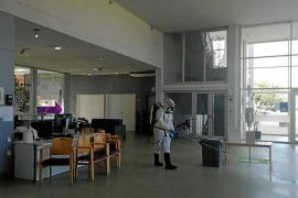 Cinco nuevos contagios, dos internos de Can Blai fallecidos y cuatro altas
