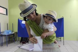 Los conservadores griegos ganan las elecciones y podrán formar gobierno con Pasok