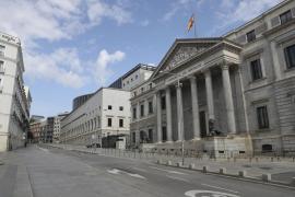 Calles desiertas en el vigésimo quinto día de confinamiento en Madrid