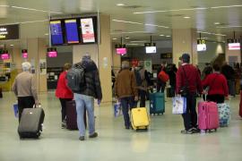 Protestas contra las aerolíneas por no devolver el dinero de los vuelos cancelados