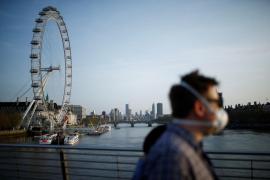 Reino Unido suma otras 881 muertes por coronavirus y ronda los 8.000 fallecidos