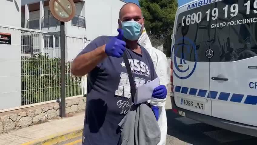 El primer paciente tratado con ozonoterapia en la Policlínica recibe el alta hospitalaria