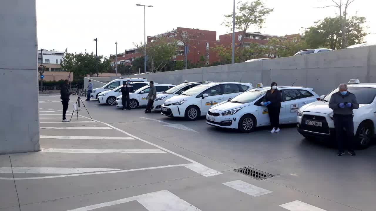 Los taxistas de Ibiza homenajean al personal sanitario