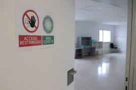 Un fallecido, dos nuevos casos y cuatro pacientes reciben el alta en las últimas 24 horas en las Pitiusas