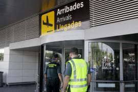 Impiden la entrada en Ibiza a tres personas que llegadas en un vuelo de Madrid