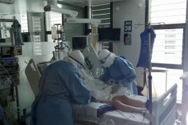 Leve subida de fallecidos y casos de coronavirus en Baleares